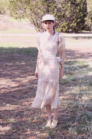 ivory vintage dress - white vintage hat