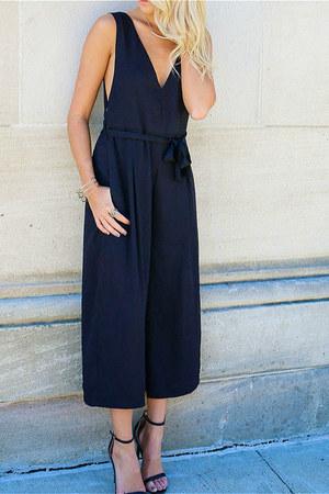 jumper - black sandals heels - gold bar necklace