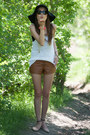 Tawny-leather-f21-shorts-white-knit-h-m-top-peach-zara-flats