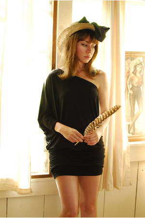 tan vintage hat - black one shoulder ChiccaStyle dress