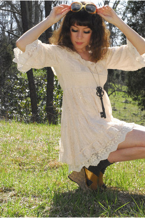 ivory lace babydoll Romwecom dress - burnt orange round vintage sunglasses