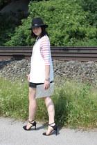 black Capuniverse hat - white Zara vest