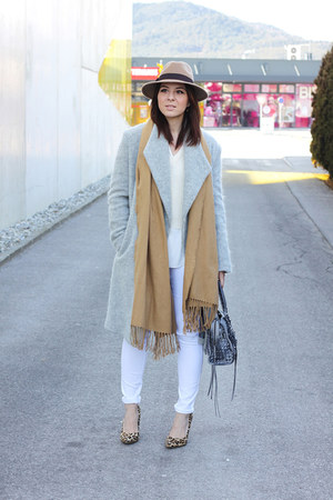 white new look jeans