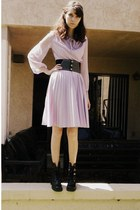 black riveted belt - black boots - light purple 70s flowy dress