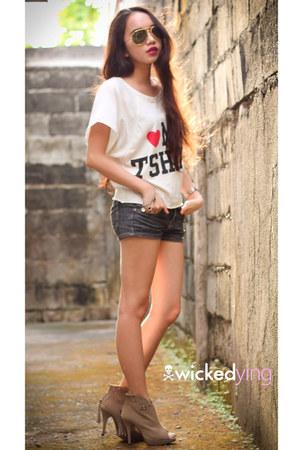 camel tasseled boots - ivory statement tee shirt - dark gray denim shorts