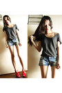Dark-gray-h-m-shirt-teal-shorts-red-heels