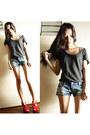 Dark-gray-h-m-shirt-teal-shorts-red-heels