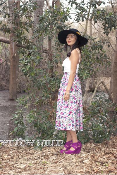 bubble gum 1970s vintage skirt - black suede hat Black floppy hat