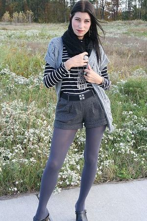 black Forever 21 shirt - gray Forever 21 shorts - gray Charlotte Russe tights -