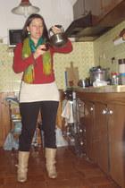 red Ver t-shirt - long cream t-shirt - beige boots - green scarf