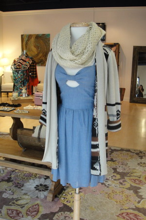 beige BB Dakota cardigan - sky blue Many Belles Down dress