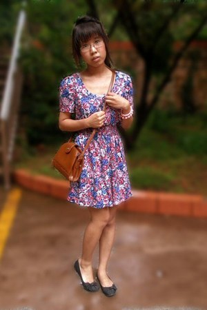 sky blue floral Forever 21 dress - brown thrifted bag - light pink floral Foreve