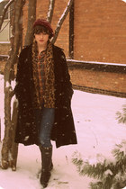 thrifted vintage boots - thrifted vintage coat - Levis jeans - raspberry beret T