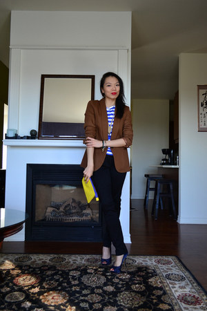 brown tux cut Zara blazer - yellow clutch Zara bag - blue Zara t-shirt - black s