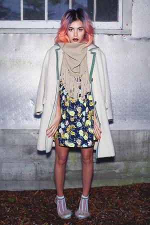 navy floral Missguided dress - beige faux fur la moda heels