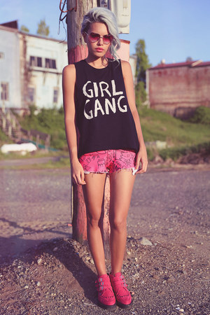 hot pink TUK Shoes boots - black girl gang tee PYRO top