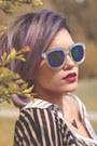 Black-creepers-tuk-shoes-light-blue-mirrored-zerouv-sunglasses