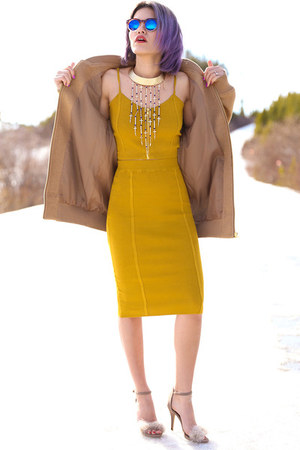 mustard set PYLO skirt - blue mirrored zeroUV sunglasses