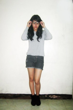 black boots - dark gray DIY shorts - heather gray thrifted vintage sweatshirt