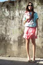 pink vintage purse - aquamarine vintage sunglasses - aquamarine Hanes t-shirt