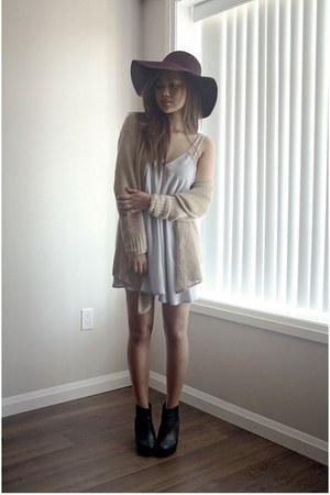 maroon American Apparel hat - black Topshop boots