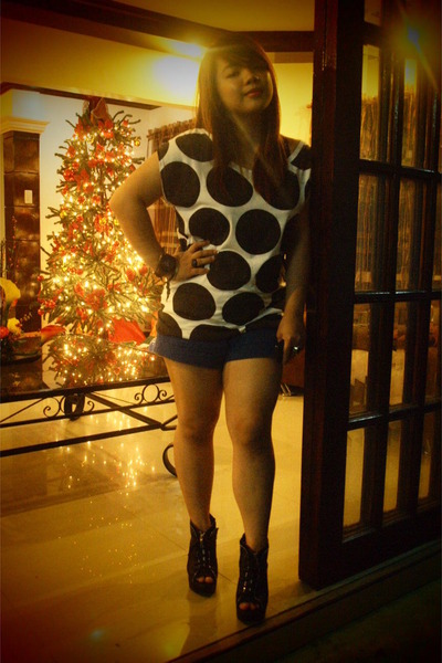 white polka dots blouse - black boots - blue shorts