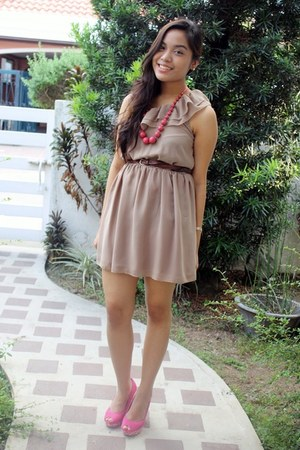 tan Seventeen dress - hot pink H&M wedges
