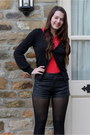 Black-matalan-shorts-red-primark-t-shirt-black-new-look-cardigan