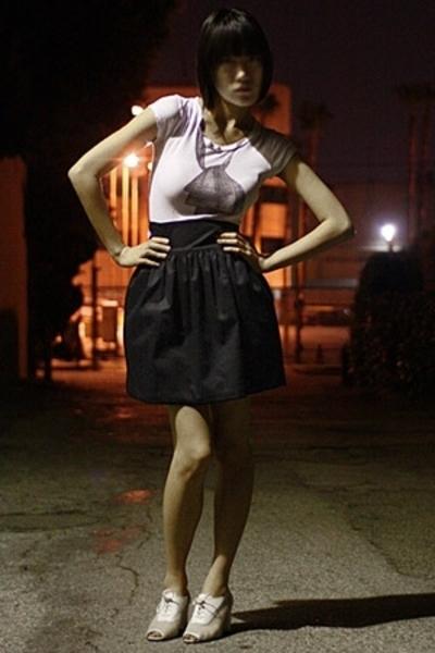 Club Monaco t-shirt - quail skirt - vintage shoes
