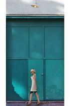 navy VPL tights - tan Marni shoes - beige Jamison dress