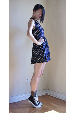 navy Vierick dress - black Converse sneakers