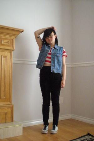t-shirt - jeans - vest