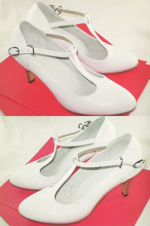 white leather Seek & Seed heels