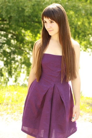 purple linen handmade dress - dark brown leather no brand bag