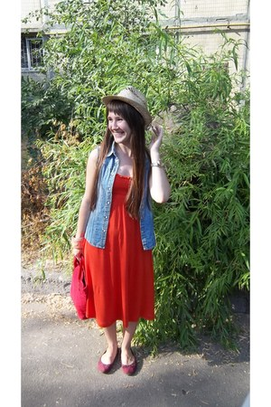 carrot orange cotton Calliope dress - eggshell straw hat no brand hat - red no b