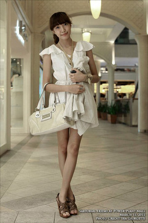 beige gifted dress - light yellow XOXO bag - tan Forgot heels - gold ribbon DIY