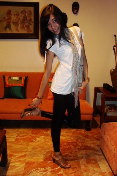 white Mossimo top - beige accessories - black Encore leggings - beige Urge shoes
