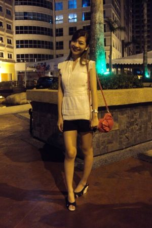 white Bayo blouse - black shorts - black shoes - red Mango bag