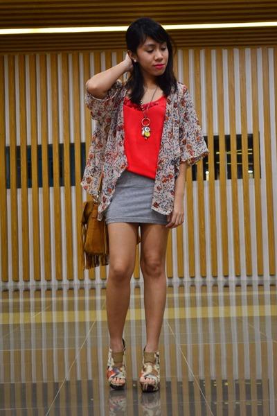 coral camisole H&M top - brown fringe bag