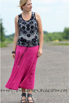 hot pink SH skirt - heather gray Mango top - heather gray deezee sandals - silve