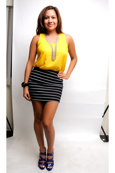 Black and white skirt with yellow top – Modern skirts blog for you