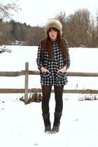 cream faux-fur H&M hat - dark brown LLBean boots