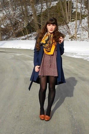 gold horse thrifted scarf - brick red checkered modcloth dress