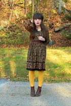 gold HUE tights - dark brown cheerio seychelles boots