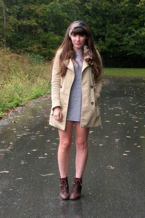 beige trench H&M coat - dark brown cheerio seychelles boots