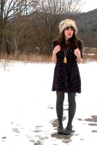 navy Forever 21 dress - yellow Forever 21 necklace - heather gray H&amp;M hat - char