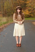 eggshell pleated thrifted skirt - light brown straw thrifted hat