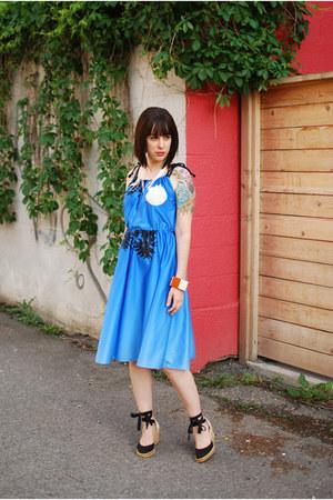 blue vintage dress - black Tommy Hilfiger wedges - orange Marni for H&M bracelet