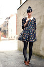 Dark-brown-vintage-shoes-navy-lilo-dress-black-vintage-bag