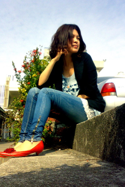 black blazer - blue top - blue jeans - red shoes